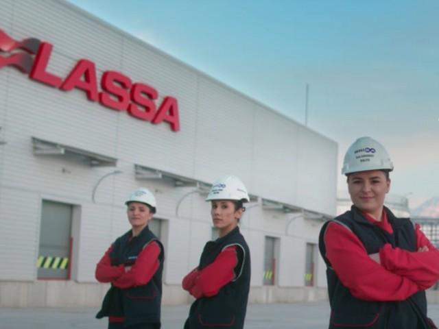 Brisalı Kadın Çalışanlar, Lassa'nın 8 Mart Dünya Kadınlar Günü Filmi için Kamera Karşısına Geçti
